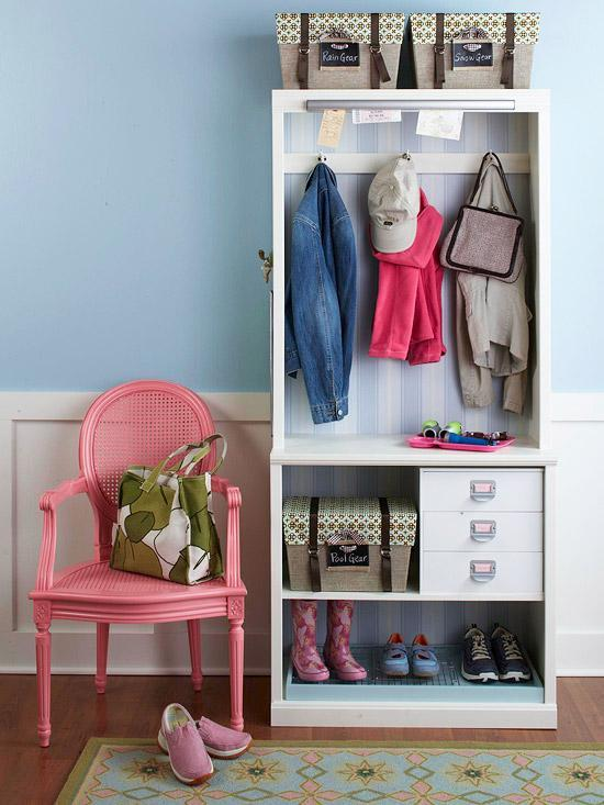 Small bedroom closet - a single wardrobe