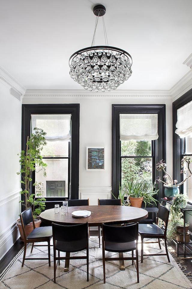 Small eclectic dining room - with round table and crystal chandelier