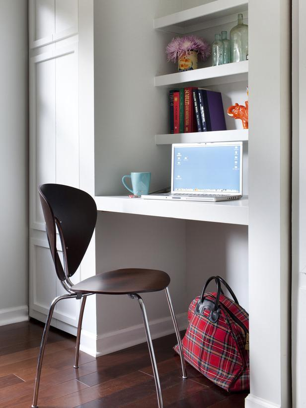 Small kids room - with working desk
