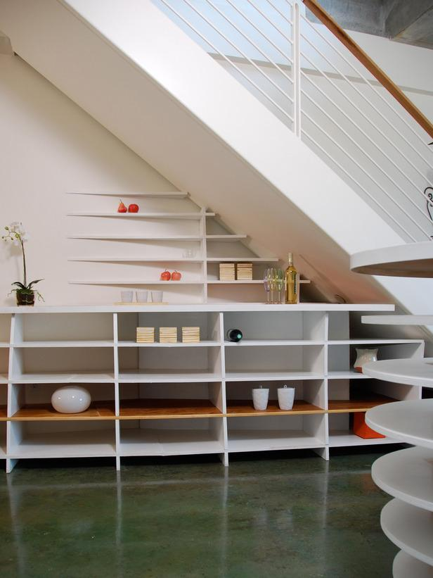 Small modern apartment - with shelves beneath the stairs