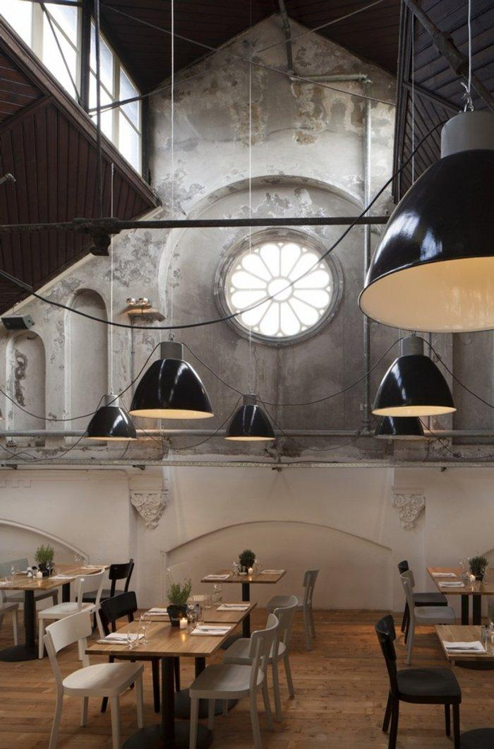 Small restaurant - with modern pendants