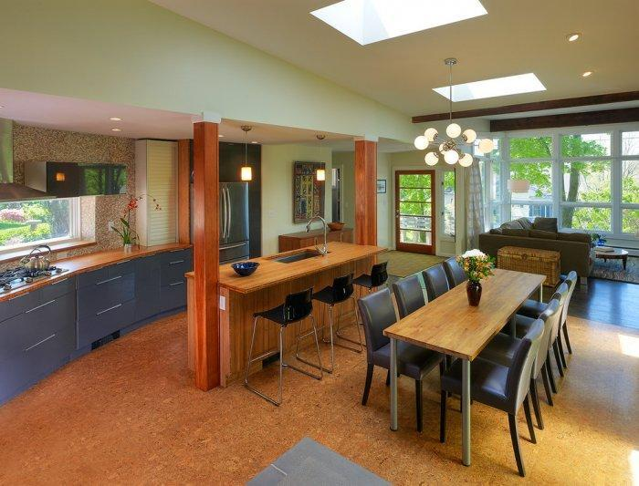 Spacious dining room with cork floor - for better warmth isolation