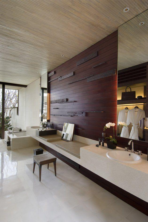 Stylish minimalist bathroom - with white and brown interior