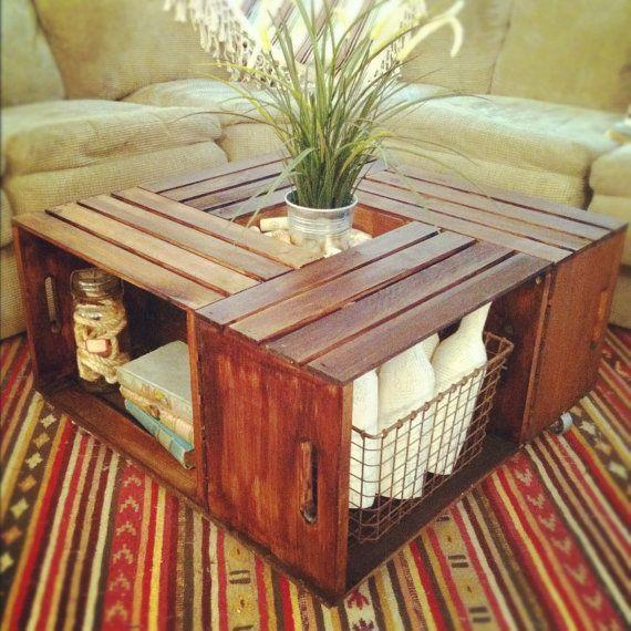 Vintage pallet table - with flower in the middle