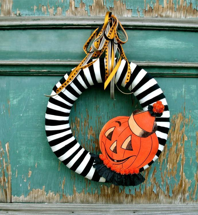 Welcoming Halloween wreath - with small pumpkin as decoration