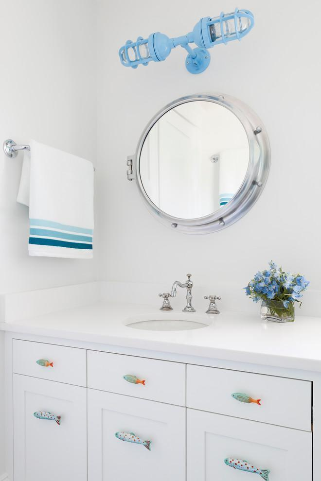 White feng shui bathroom - with blue accents and round mirror