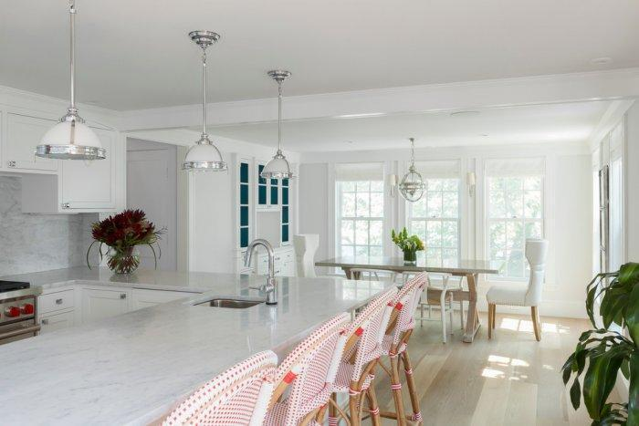White feng shui kitchen - with white and red bar stools