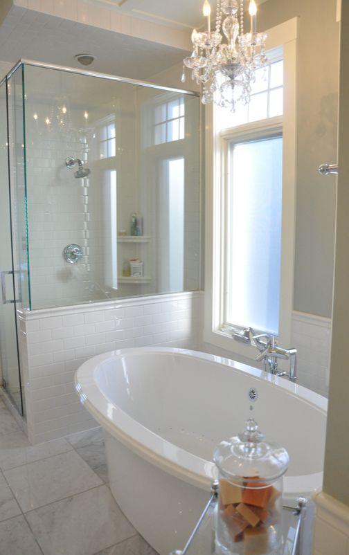 White traditional bathroom - with classic bathtub