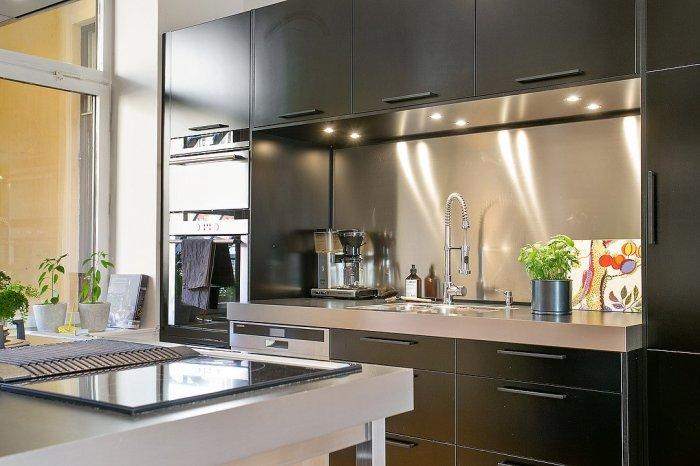 Black kitchen cabinets - of a modern Swedish cooking room