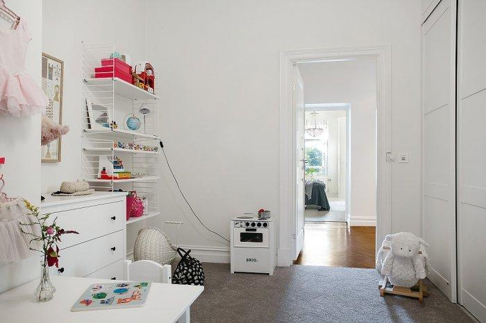 Scandinavian kids room - with white walls