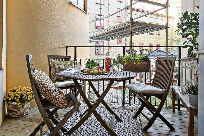 Stockholm loft's terrace - with table and chairs