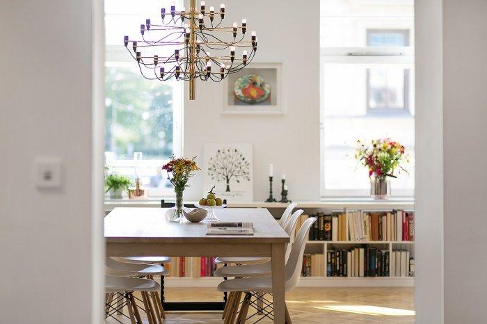 Stylish Scandinavian dining room - with large table