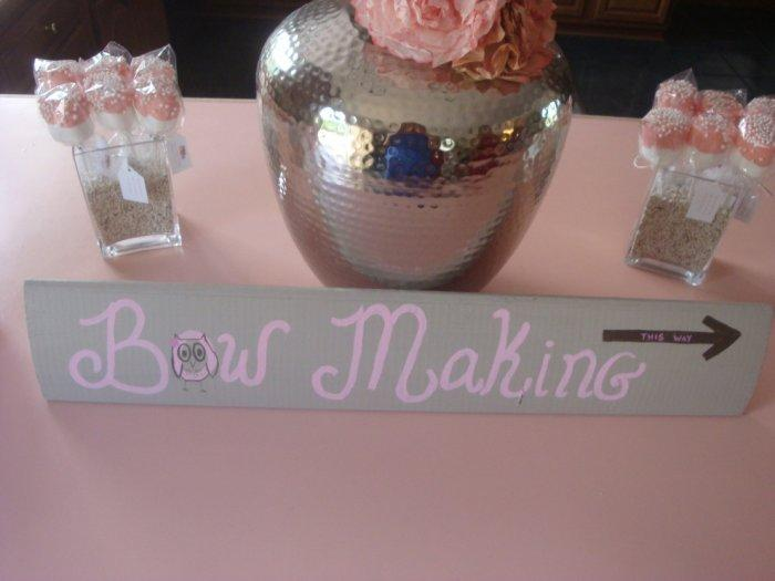 Baby shower sign - pointing the crafts room