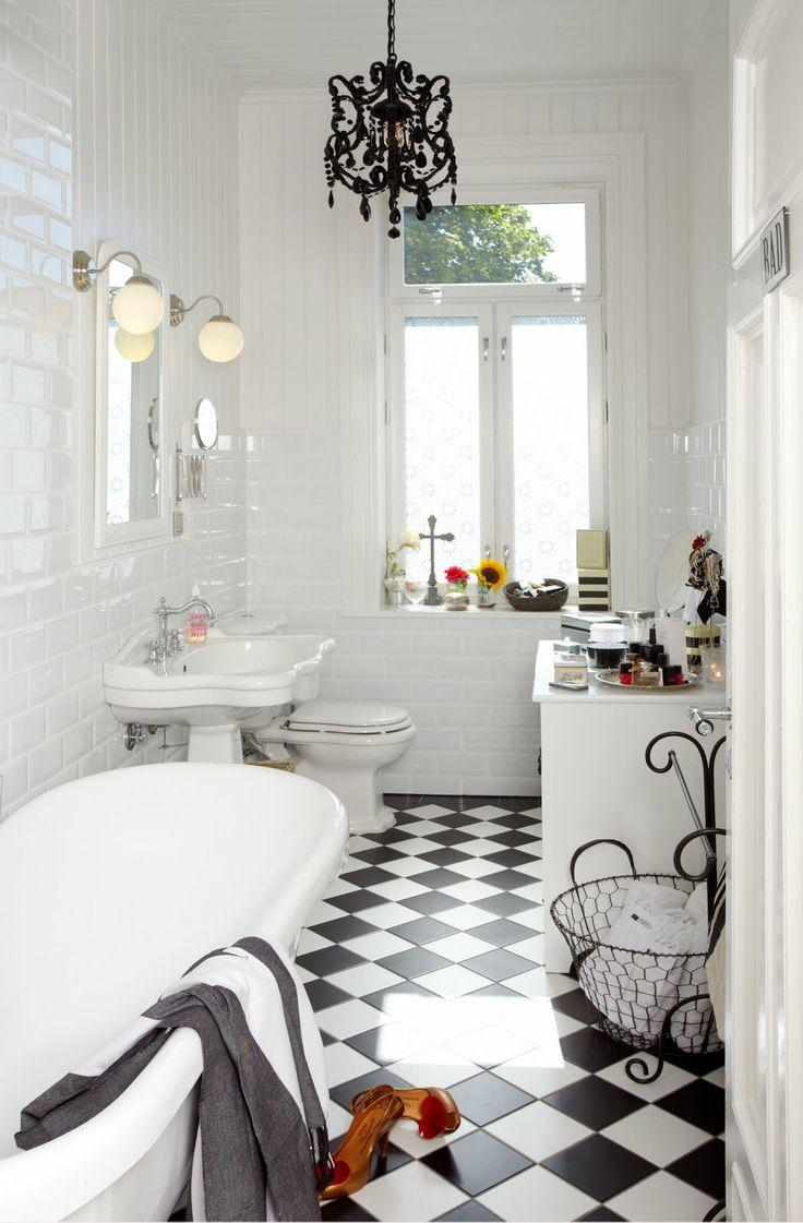 Black And White Tiles Bathroom Floor With Creative Image | eyagci.com