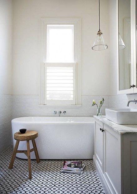 Bathroom floor tile patterns 5 - white and black flower