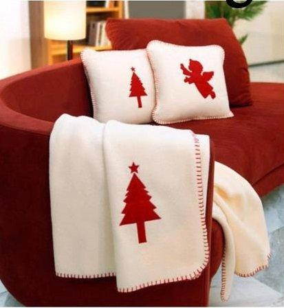 Christmas decoration idea 18 - white cushions