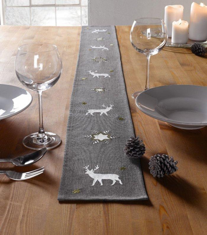 Christmas decoration idea 19 - table cloth centerpiece