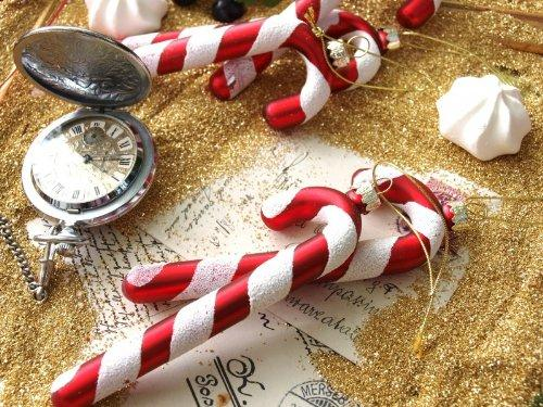 Christmas decoration idea 22 - red and white sugar canes