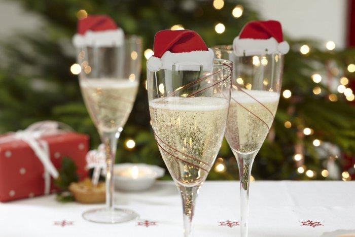 Christmas decoration idea 25 - champagne glasses