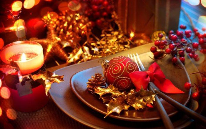 Christmas decoration idea 26 - stylish dinner set