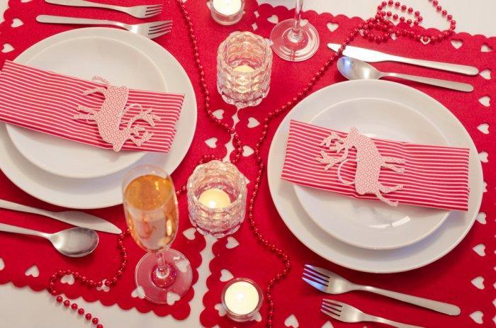 Christmas decoration idea 28 - Rudolf themed table