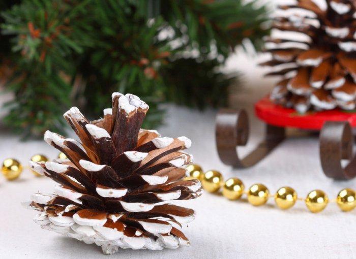 Christmas decoration idea 29 - cone decor