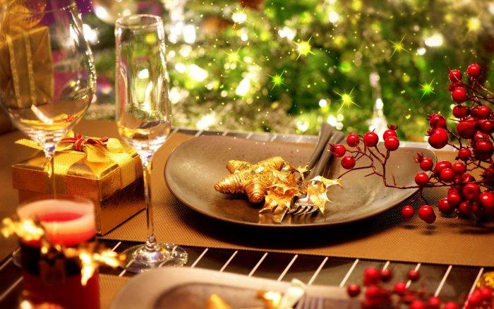 Christmas decoration idea 32 - sparking dinner set