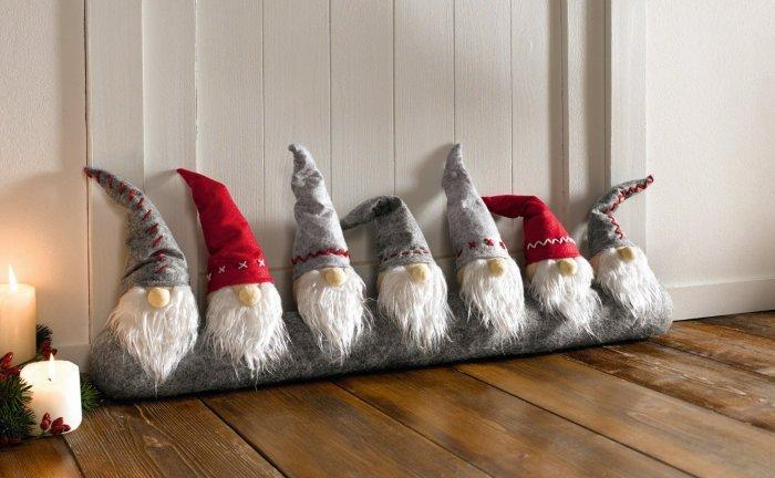 Christmas decoration idea 37 - little dwarf wizards