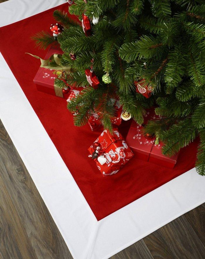 Christmas decoration idea 4 - red and white tree skirt