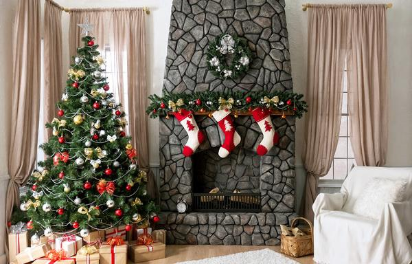 Christmas fireplace 17 - with stylish green garland