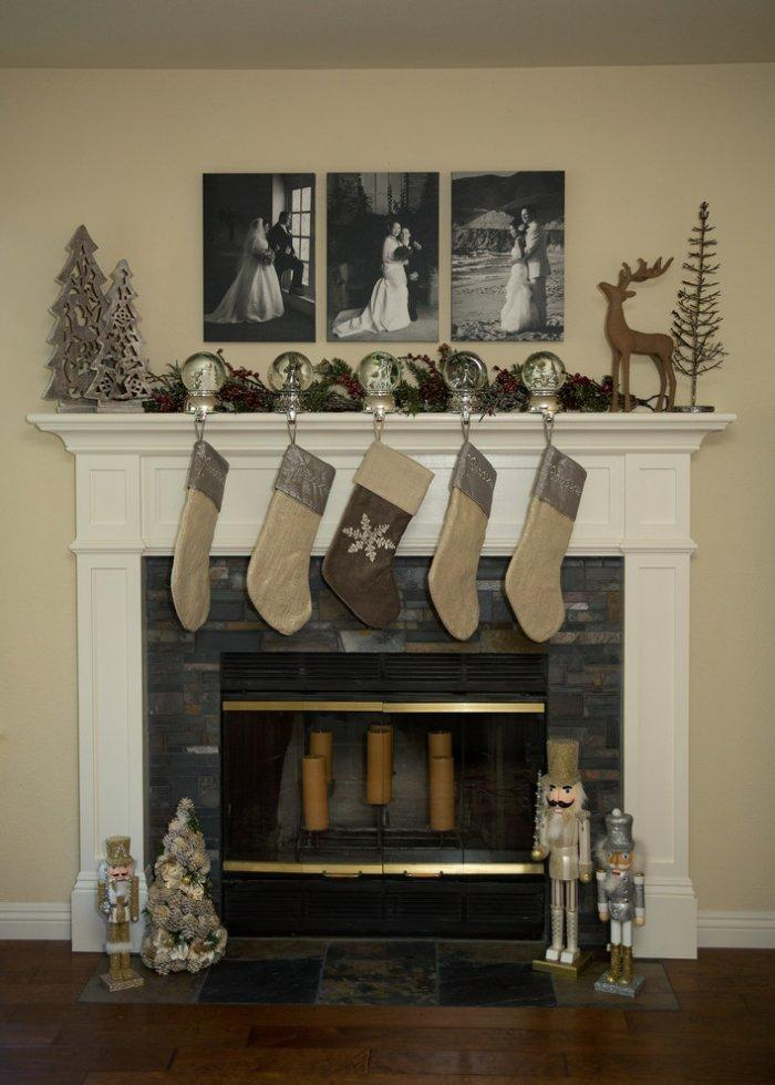 Christmas fireplace 20 - with garland made of socks and balls