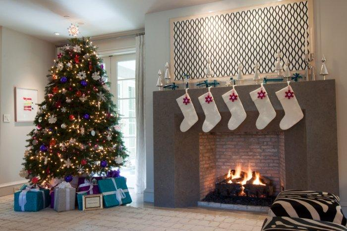 Christmas fireplace 24 - with creative modern garland