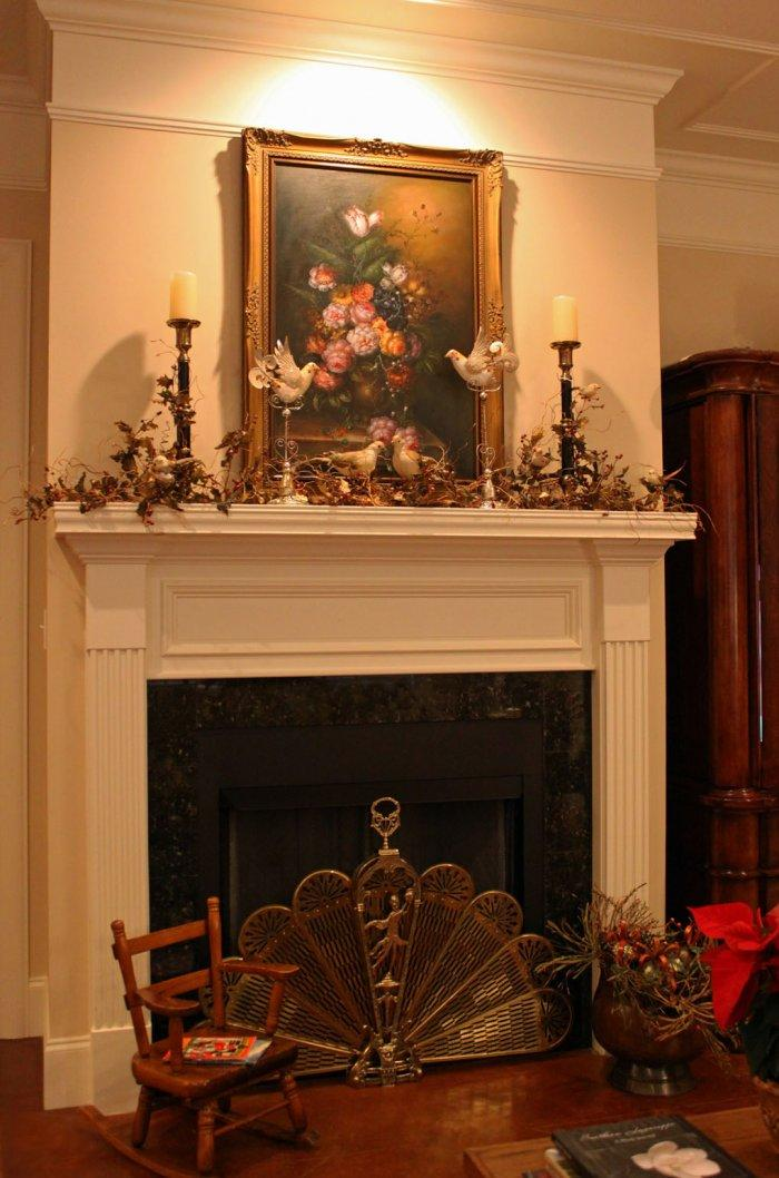 Christmas fireplace 5 - with candles and painting above