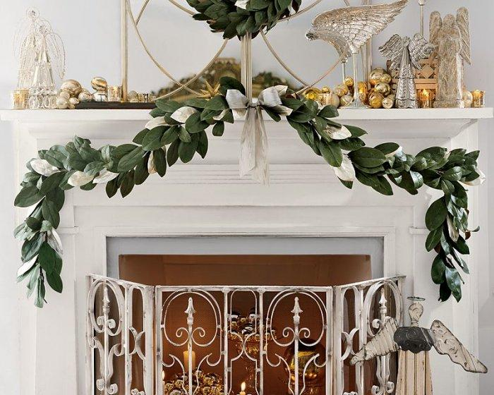 Christmas fireplace 6 - with natural green garland | Founterior