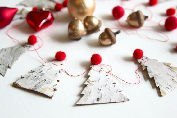 Christmas tree garland - with red ball