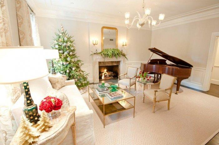 Christmas tree in a Scandinavian home - with grand piano