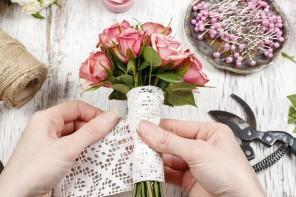 Creative vase made of a ribbon