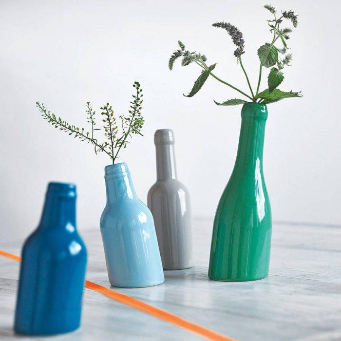 Creative flower pots - made of colorful bottles