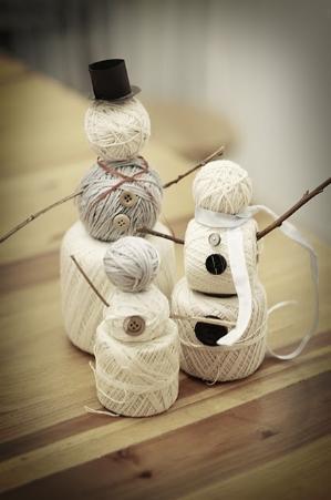 DIY Room Decor - snowmen made of wool thread