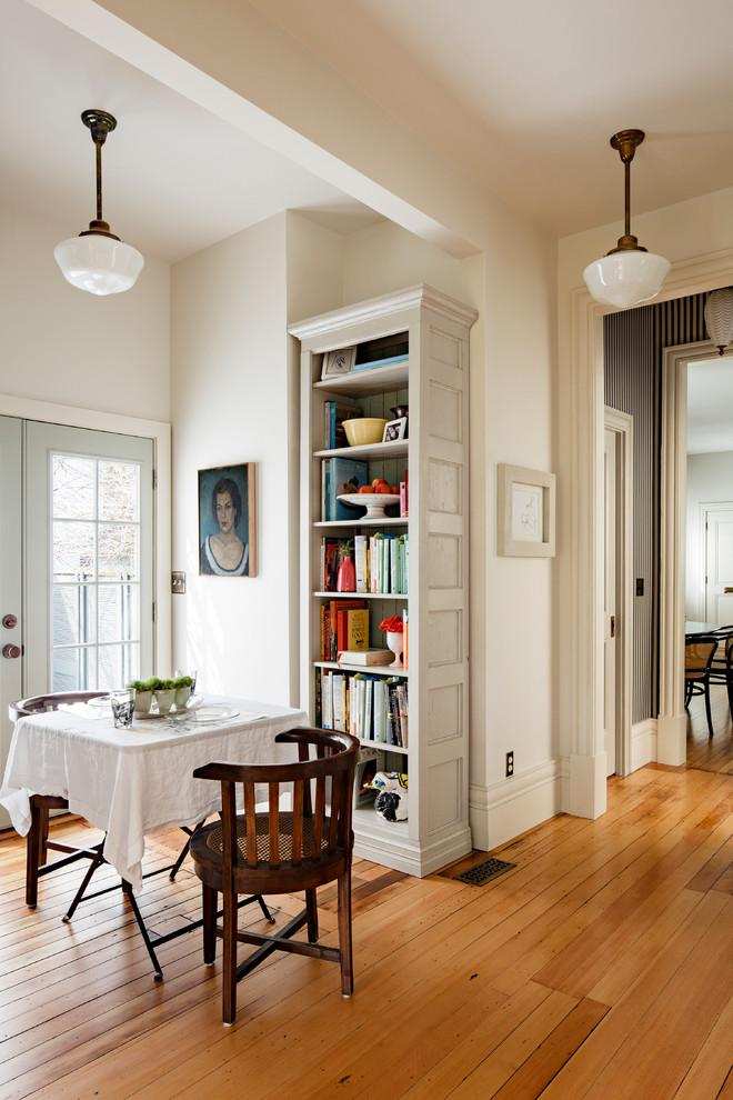 Dining room bookcase design - a single tall unit