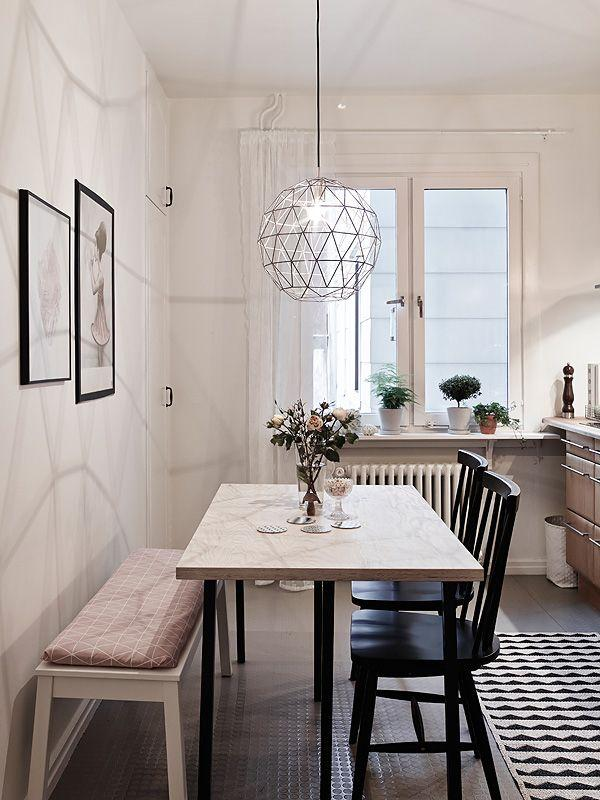 Dining room tables what chairs or decor to choose for Small dining room tables