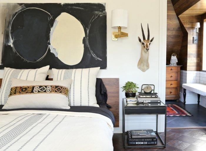 Eclectic bedroom 9 - with modern urban wall art