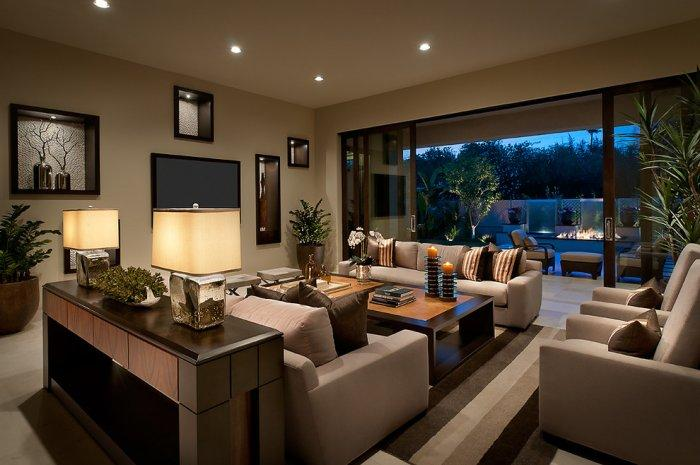 Elegant brown living room - with wall niches