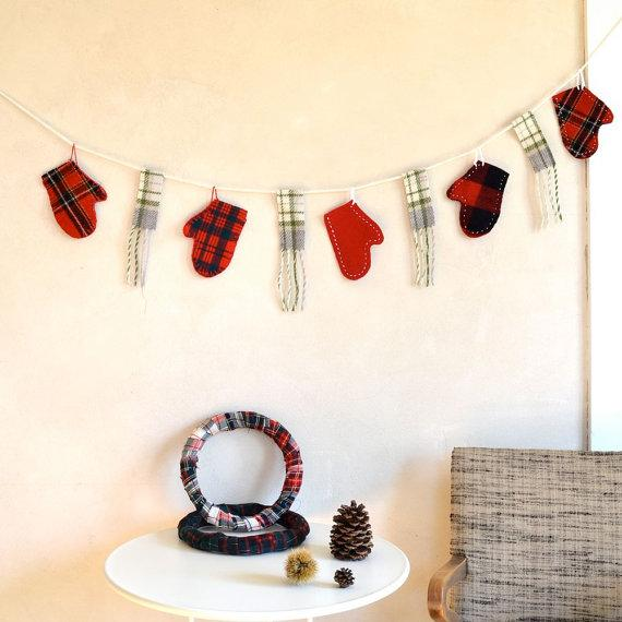Fabric Christmas garland - made of gloves