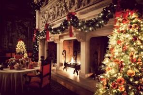 Christmas fireplace garland – on the mantel or above?