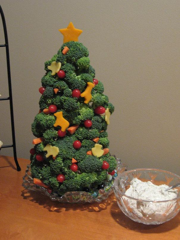 Food Christmas tree - made of veggies