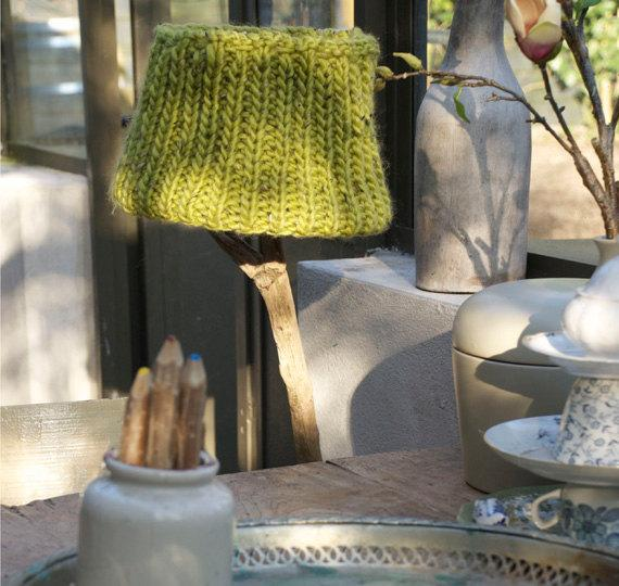 Knitted Lamp Shade for a Lovely Interior