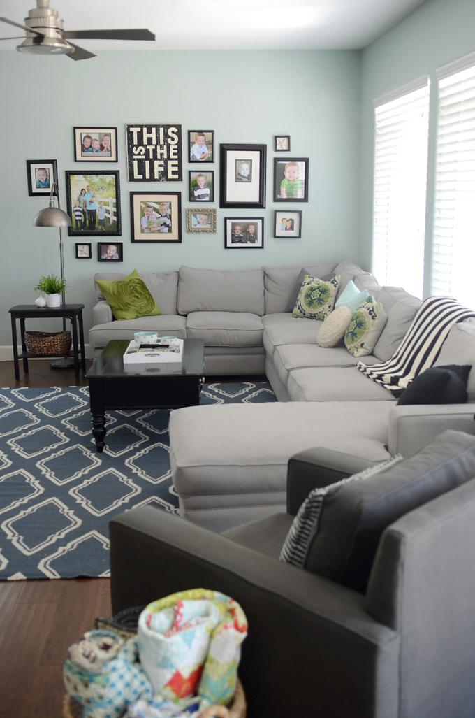 Living room area rugs and decorating ideas founterior - How to decorate living room walls ...