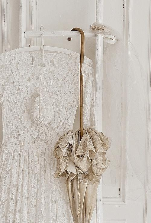 Modern decor idea 11 - vintage clothes hanger