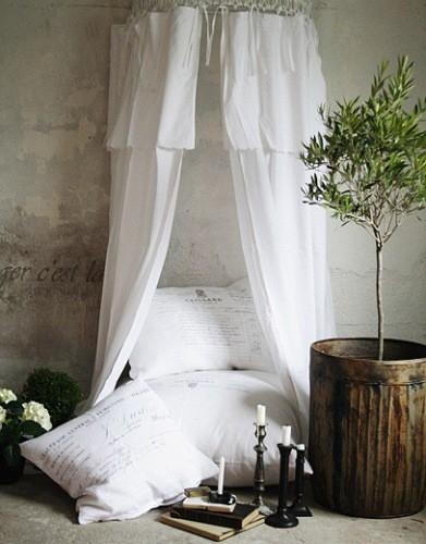 Modern decor idea 14 - vintage DIY bed